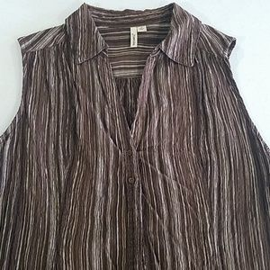 Brown sleeveless v-neck button up Blouse